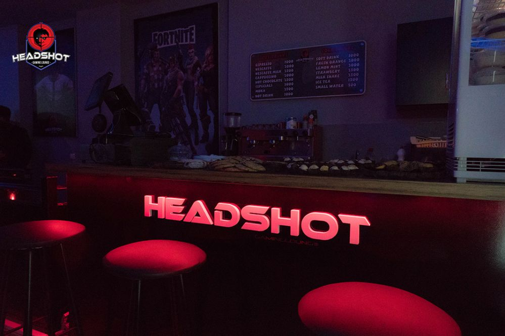 Headshot-frontdesk