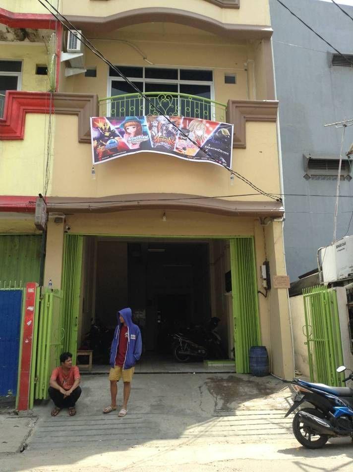 Fullhouse Entrance