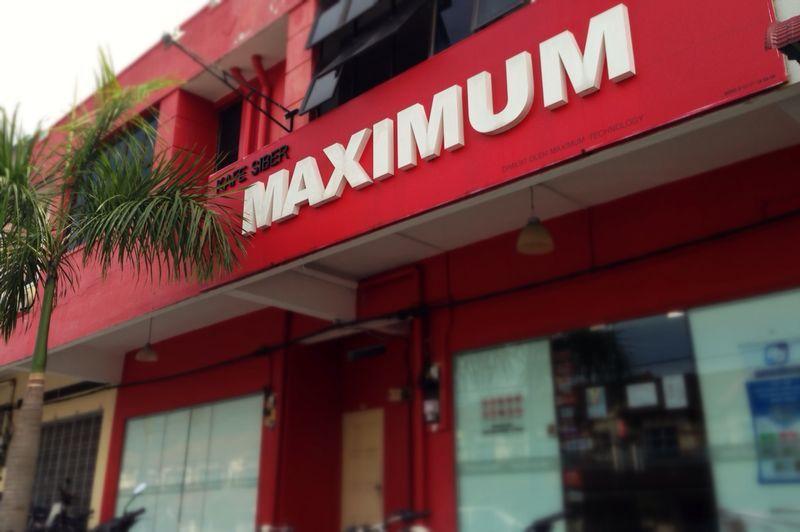 Maximum Internet Cafe