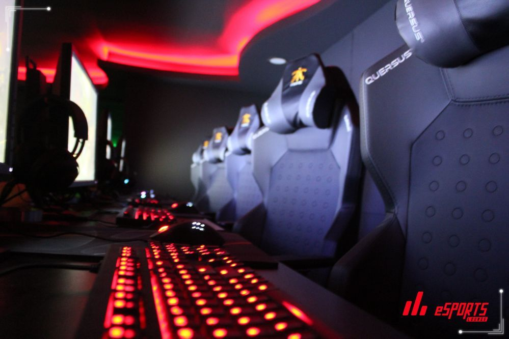 eSport Lounge Red